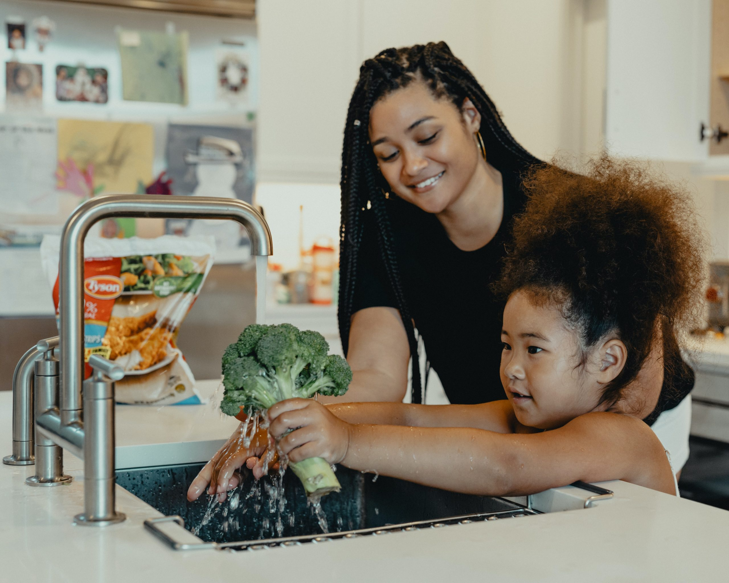 Read more about the article How to encourage both working moms and stay-at-home moms